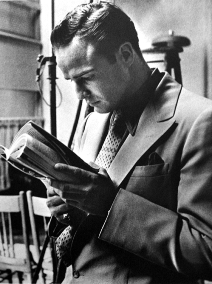 Awesome-People-Reading-Marlon-Brando